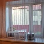Нитяные шторы в интерьере кухни