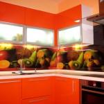 Оранжевая кухня с фотообоями