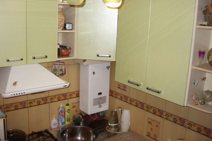 119Кухня 5 кв м с колонкой дизайн