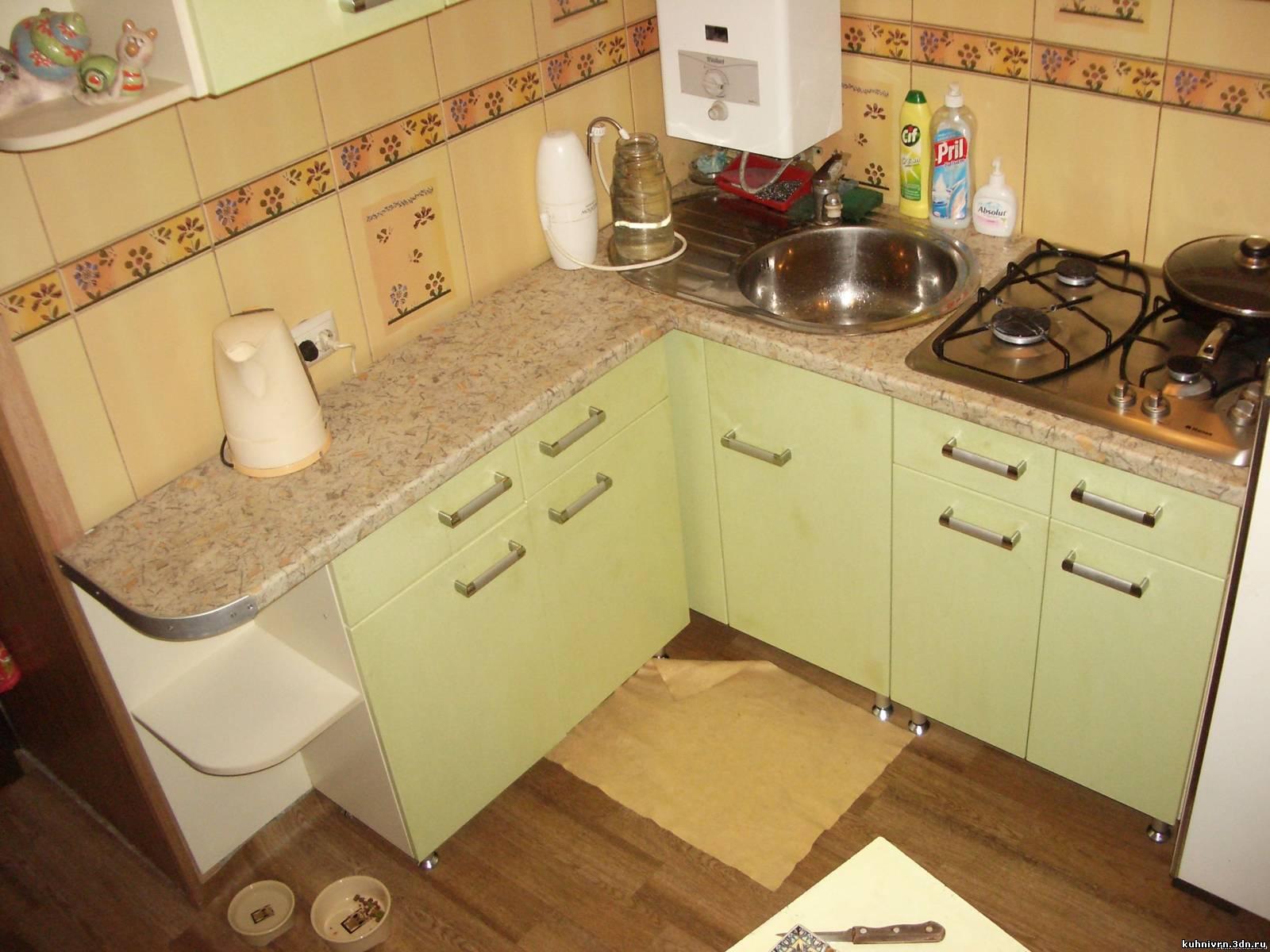 Дизайн кухни фото в хрущевках с колонкой