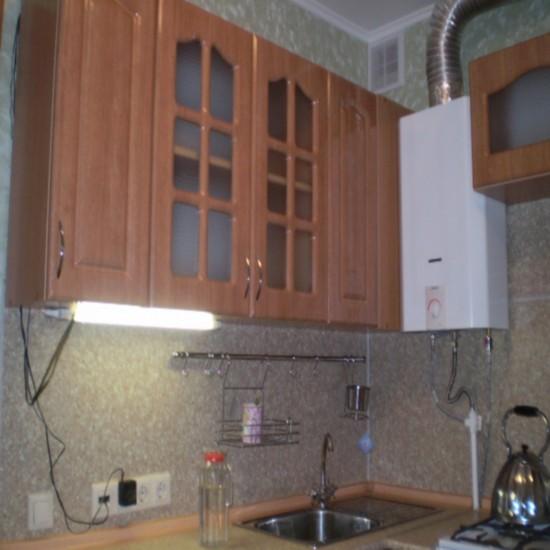 Красивый дизайн кухни в хрущевке: Дизайн кухни в хрущевке с газовой колонкой и холодильником