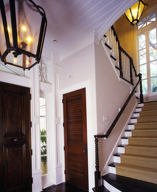 Дизайн закрытой лестницы в частном доме