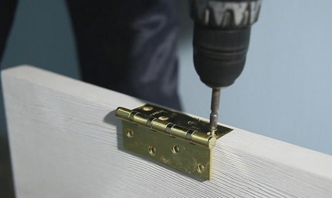 Как установить накладные петли на межкомнатные двери