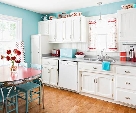 Нежно-голубой цвет стен кухни