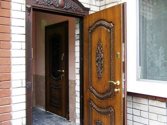 bronirovannyye-dveri-elit-s-patinoy-i-lepninoy-BL-1