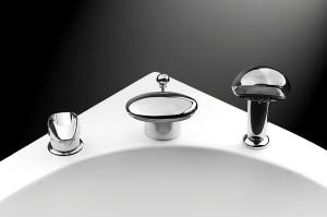 razmeshhenie-krana-i-dushevoj-lejki-na-bortu-vannoj-otkryvaet-shirokie-dizajnerskie-vozmozhnosti-300x199